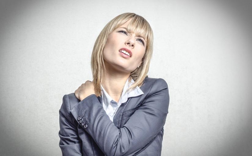 Nackenschmerzen: Warum das Kiefergelenk schuld sein kann